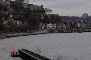 DORIS (F) Verberie, transporte 1000t. d'orge entre Givet et Antwerpen - Une équipe de la Faculté universitaire des Sciences agronomiques de Gembloux effectue des prélèvements d'échantillons pour analyses et suivi de la qualité des sédiments des voies d'eau navigables (SPW-DGO2)