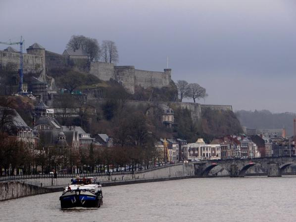 Le SPARTIVENTO, le plus grand bateau-logement namurois (50 m.), s'offre une balade hivernale sur la Haute-Meuse...  ;)