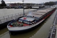 REDOUTABLE avec 1000t. de colza pour Anvers et LOMA qui remonte pour un chargement d'orge à Givet le lundi 1er mars.
