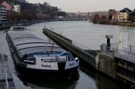 Après Yvoir, reprise à Lustin et record de trafic, en ce jour de restriction de tirant d'eau admis! (Rappel: ces 10 et 11/3 > 2,20 m. au lieu de 2,50 m. entre 7h30 et 17h00 ...)