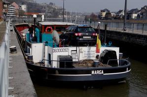 L'école Sainte Marguerite de Bouge inaugure les visites de notre ouvrage dans le cadre des Journées Wallonnes de l'Eau  ;)   1250 tonnes de marchandises transportées sur 1 bateau, c'est 50 camions en moins sur nos routes!  :)