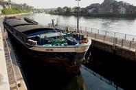 Fanion bleu chez les Sea-scouts...  C'est l'ouverture de la saison pour les activités nautiques et le tourisme fluvial   ;)