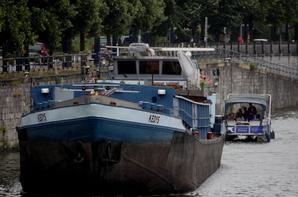 La haute-Meuse régulièrement sous les 30 m³/sec. a besoin de pluie pour garantir le tirant d'eau (l'enfoncement admis) des bateaux...