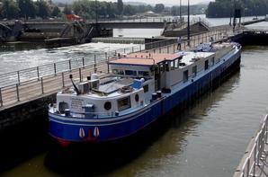 Petite journée avec 26 bateaux dont le 38m aménagé, LAURIEN, depuis Ham vers Hastière...