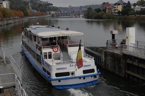 TITINE II rejoint sa base davoise après une visite au chantier naval de Beez et Le SAX descend sur Namur...   ;)
