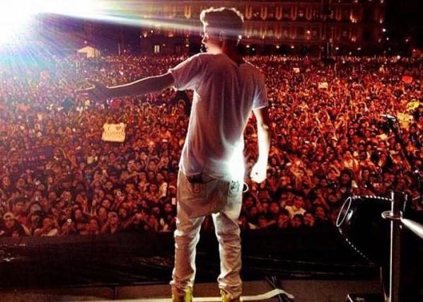 Et après on dit que Bieber a pas de fan ?! WTF ♥.