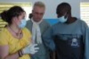 MADIA :ENSEMBLE ON EST SUR LE BON GUIDE;;;;;;: Bien que la case de santé soit petite, elle fournit des services essentiels à la communauté. Cela inclut le traitement du paludisme, de la diarrhée et des infections respiratoires aiguës, les vaccinations, ainsi que des informations et des conseils sur la planification familiale et la nutrition. Le personnel travaille également à fournir les informations pour prévenir la tuberculose et les infections sexuellement transmissibles, y compris le VIH/SIDA. En outre, la case de santé est équipée pour prendre soin des femmes pendant leur accouchement, de même que leurs nouveau-nés, afin de s'assurer que la mère et l'enfant sont en bonne santé.MERCI A NOS AMIS DE STRASBOURG STEPHANIE ET ABIB
