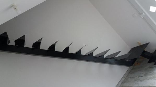 armature de l escalier recu,encore la rambarde et les marches a recevoir!!!!!!!!!!!!