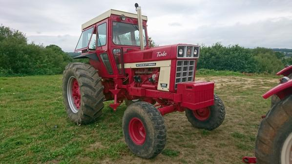 expo tracteur rouge a Folles 87