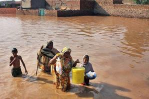 Pakistan Floods - Death and Destruction Everywhere