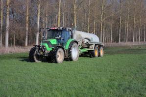 Lisier  Printemps 2014 avec Agrotron K420 et tonneau Joskin