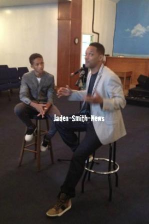 Hier, Jaden et son père Will étaient au Yesha FellowShip Hall, en Philadelphie.