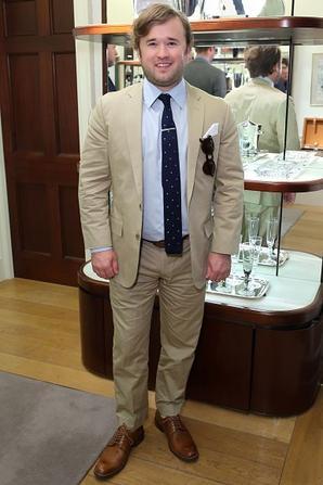 """Hayley Joel Osment assiste à """" One For The Boys Dinner """"  à Asprey New Bond St, lançant un mois d'activités de financement pour combattre le cancer de l'Homme. Le dîner est Hébergé par Samuel L. Jackson. Au Asprey de Londres le 11 Juin, 2015 Londres, en Angleterre."""