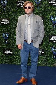 Haley Joel Osment sur le podium lors des One For The Boys Fashion Ball hosted par Samuel L. Jackson, unissant les hommes contre le cancer pour lancer Londres Collections hommes à The Roundhouse le 12 Juin 2015 à Londres, en Angleterre.