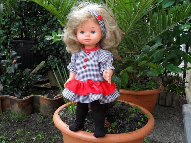Atelier couture des poupées.