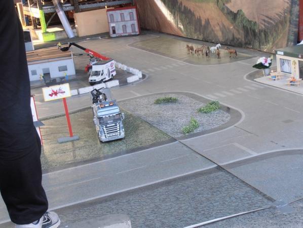 photo de camion model reduit et radio tèlècomandè prise lors de expo de monchy st eloi samedi 12 mars 2016