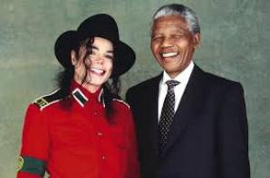 Michael Jackson et Nelson Mandela !! De belle photos non?? je trouve sa touchant