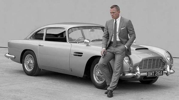 Aston martin + 007 = Un cocktail explosif !!!!
