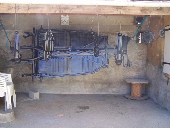 et voila le chassis et repeint + quelque pieces du train arriere
