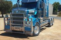 des camions et un bus Australien