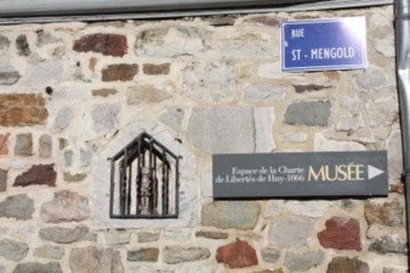 Statue de st Mengold en pierre