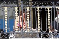 Tini sur le Balcon de son hotel a Nice