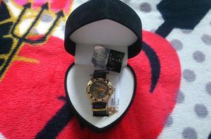 Et le meilleur pour la fin ^^ Trop fan de la montre !!!! En plus elle me va pile poil, elle est très agréable à porter je l'adooooooooooooooooooore <3