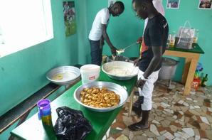 Crêpes et beignets au centre d'accueil de Saly octobre 2013