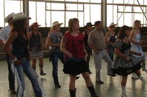 """DIMANCHE 14 AVRIL 2013.......... BAL COUNTRY   à CAUDEBEC LES ELBEUF ....ORGANISE PAR LES """""""""""""""" CRAZY COUNTRY BAND """""""""""""""" super après midi entres cowgirls et cowboys"""