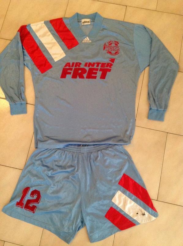 A VENDRE maillot + short VARIETES CLUB DE FRANCE (porté N°12) 25eme anniversaire 1971-96