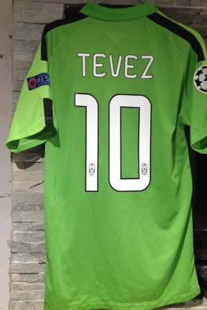 À VENDRE maillot de foot de la JUVENTUS de TURIN (porté N°10 TEVEZ)