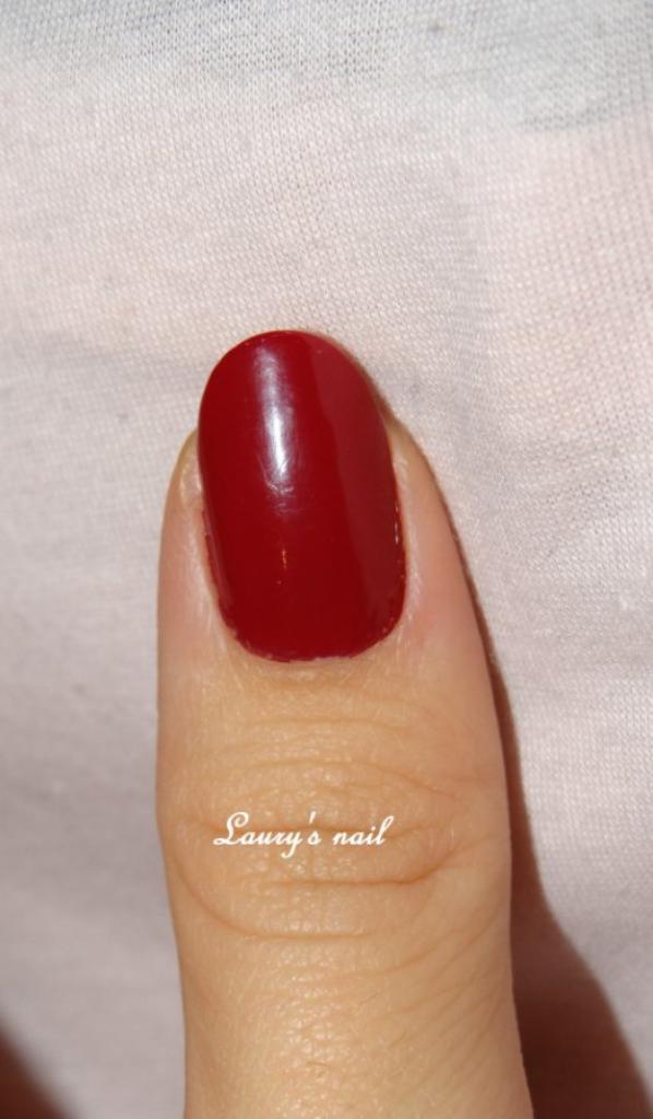 Voici un rouge bordeaux (presque violet en vrai)