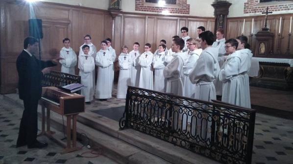 Les Petits Chanteurs à la Croix de Bois sont rentrés de la tournée avril il y a peu de jours