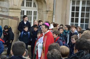 Les élèves de l'Institution Saint-Lazare – Saint-Sacrement sur le chemin de croix