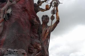 grande statue en hommage