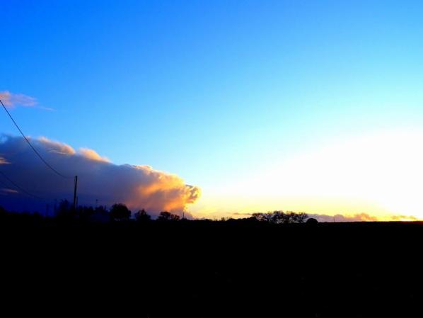 le nuage prend une forme de tête de monstre , enfin imagination personnel lol