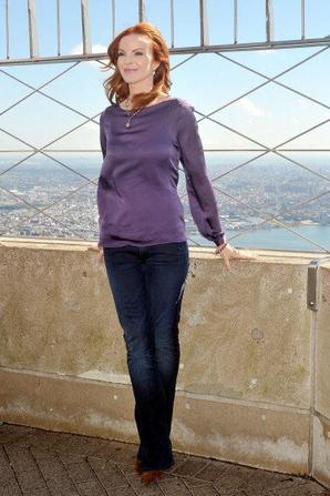 Marcia à l'Eclairage Empire State Building pour la Journée de la jeune fille.