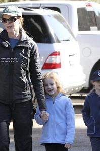 . Photos: 24.02.13: Marcia et ses filles a Pacific Palisades