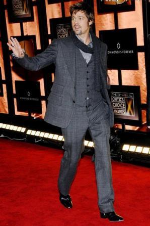 Suite de  l'évolution de look de Brad Pitt!
