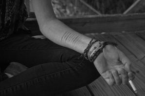 «J'ai compris que c'était à chaque fois difficile de partir et de devoir se quitter, mais que ce n'était pas toujours pour mieux se retrouver. J'ai souffert en réalisant que tu ne me manquais pas tant que ça. C'est bête, mais j'aurais préféré être mal à en pleurer d'être loin de toi, plutôt que d'avoir à réaliser que tu ne m'étais pas indispensable. Mais ça ne veut sûrement pas dire que je ne t'aime pas, loin de là. Je perds espoir en nous, c'est tout...»