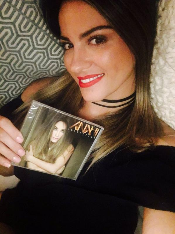 Merci Maite pour ses nombre cadeau et d'avoir acheter mon cd gros bizous