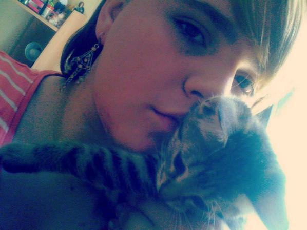 Moi et mon petit chatons <3