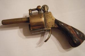 briquet de forme pistolet