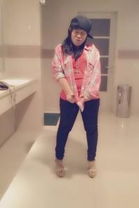SWAGGIE TIME in TOILET hahah :P