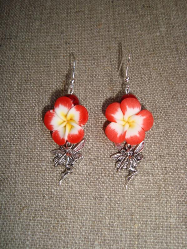 accessoires avec fleurs fimo rouge