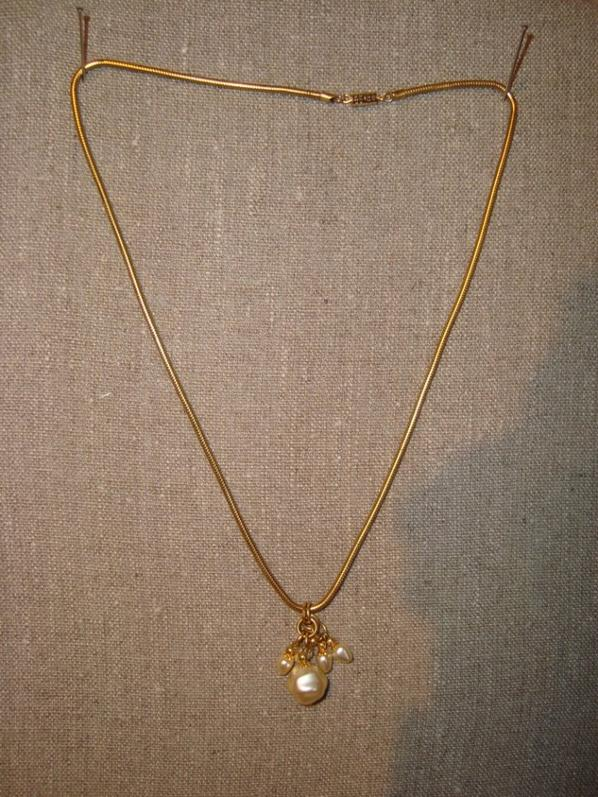 Pendentif dorée et perles