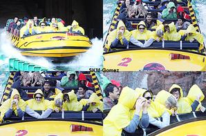 - 28/12/12 : Selena et sa famille sont partie au Parc d'attraction a Universal Studio L.A