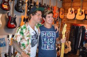 Billie Joe a ouvert a Oakland un magasin de guitare qui a le nom de Broken Guitar