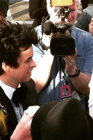 Billie Joe qui donne des autographes !!
