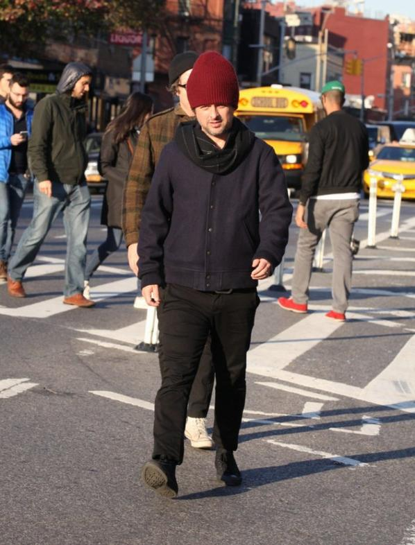 BJ et Jason qui marche dans la rue